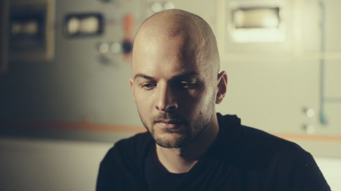 nils-frahm-supplied-credit-Alexander-Schneider-671x377